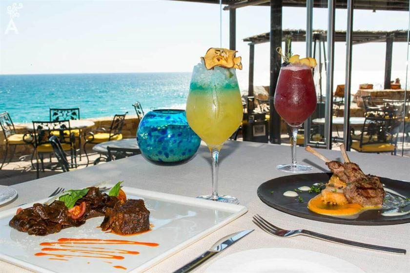 Restaurante la roca mantiene el reconocimiento traveller s for Restaurante la roca