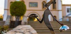 Yandi Monardo, Artista Plástico En el año 2017, recibí una invitación por parte del Comité Organizador de Culinary Awards Los Cabos para aportar a este innovador proyecto con la creación del logotipo, que a la vez sería utilizado para la elaboración de una estatuilla.